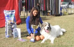 Denisa con Amigo ganadores del primer premio de belleza en un concurso canino en Hungría en el año 2012